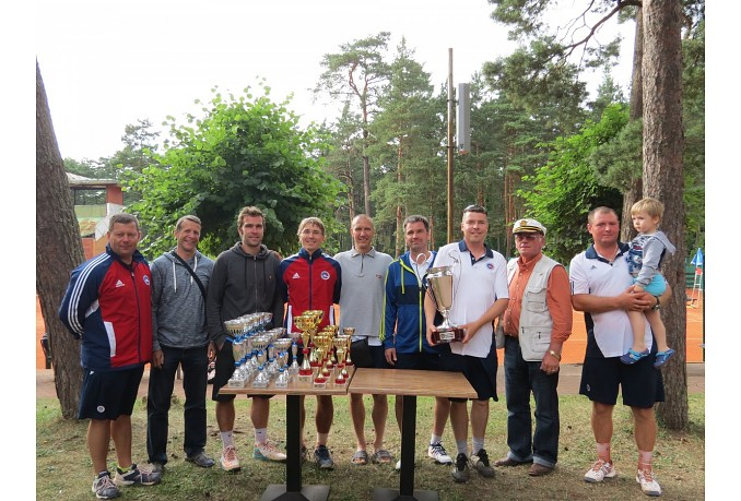 Seniors take champion cup