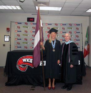 Katrīna Samoilova 2013.gadā absolvējot Rietumu Kentuki universitāti